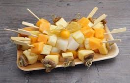 Catering Menü Obst und Käse Spießplatte
